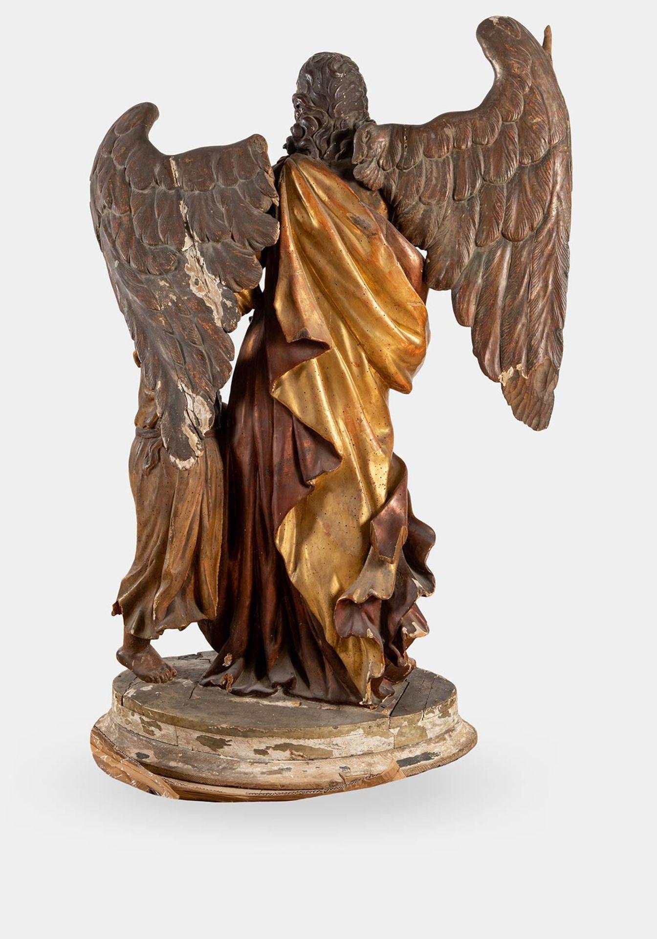 """Los 27 - Importante scultura lignea policroma raffigurante """"Angelo con bambino"""", XVIII sec."""