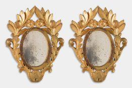 Coppia di specchierine ovali in legno intagliato e dorato, seconda metà del XIX sec.