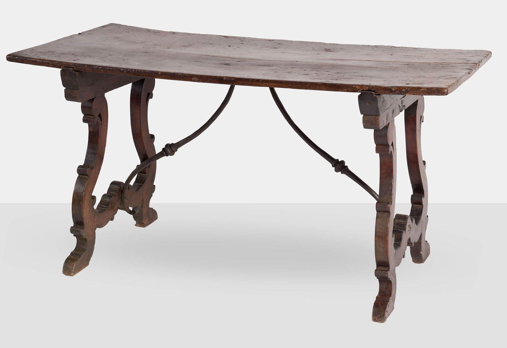 Los 29 - Tavolo Fratino in legno di noce, XVIII sec.