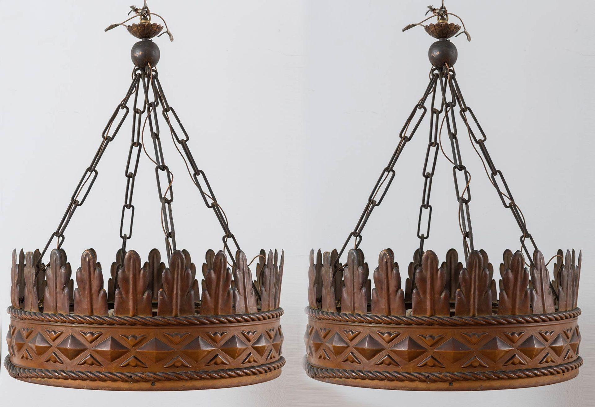 Los 28 - Coppia di lampadari a foggia di corona, Italia, Anni '30.