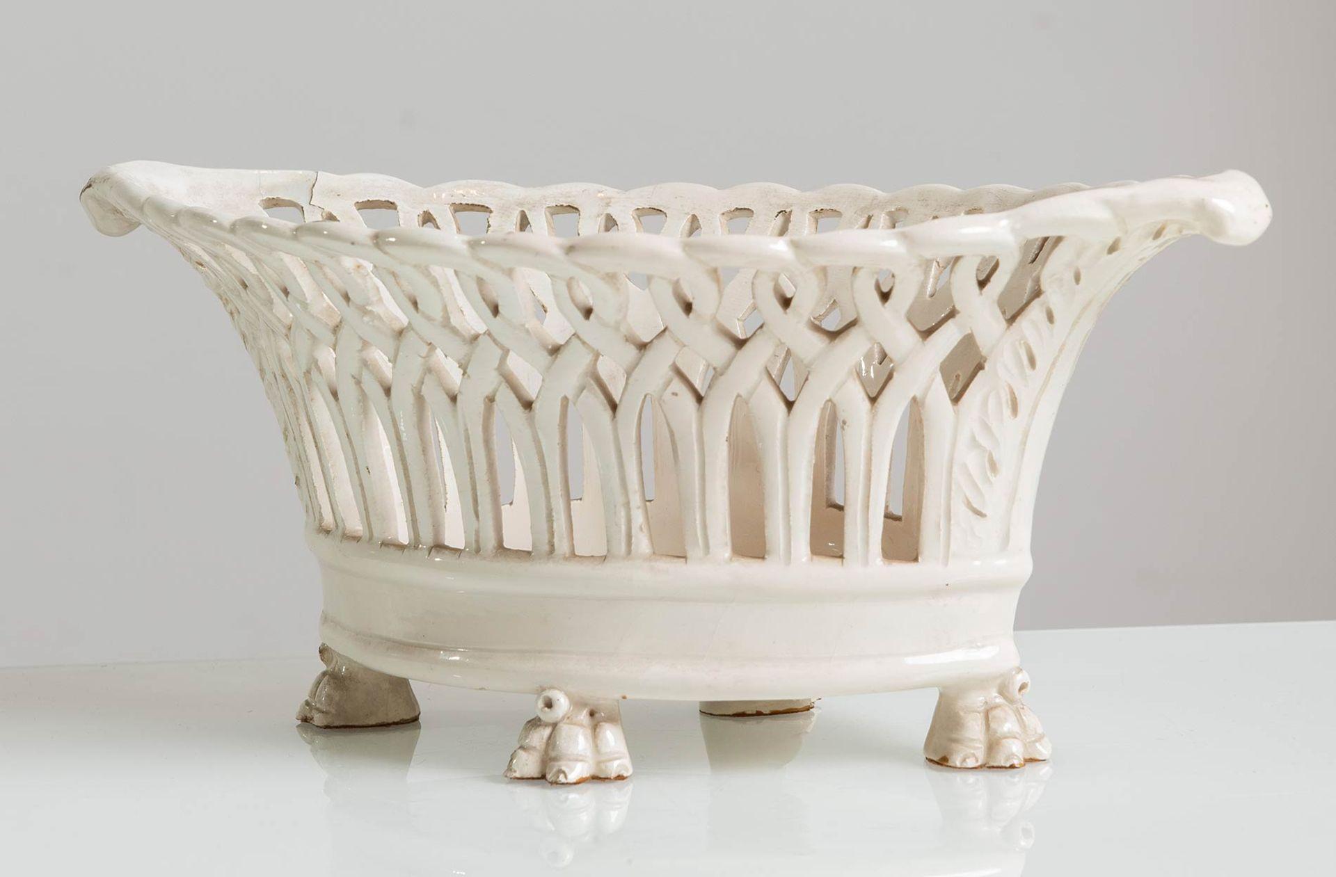 Los 55 - Cestina in ceramica bianca, XX sec.