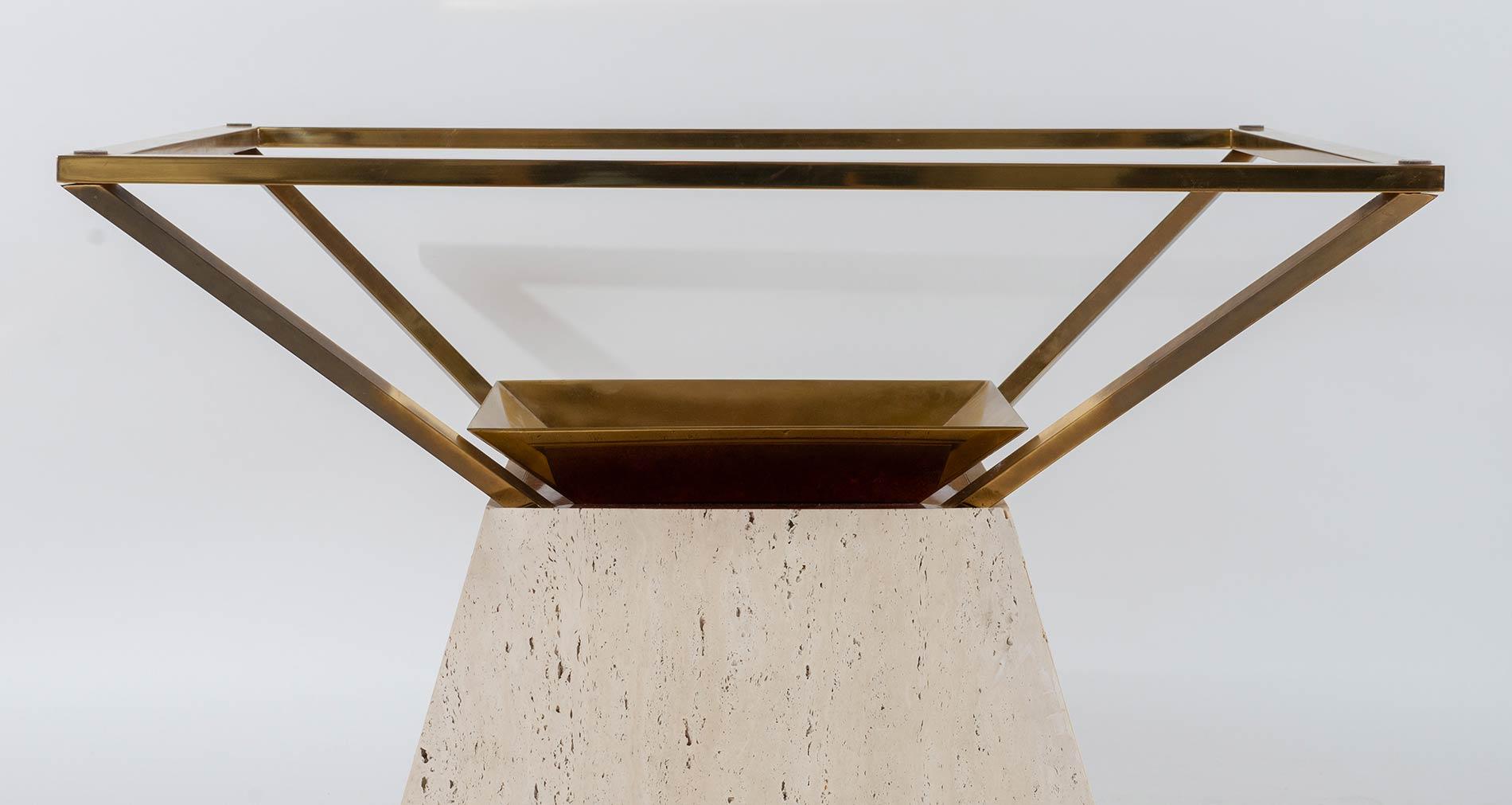 Base di tavolo tronco-piramidale, Manifattura Italiana - Anni '70. - Image 2 of 2