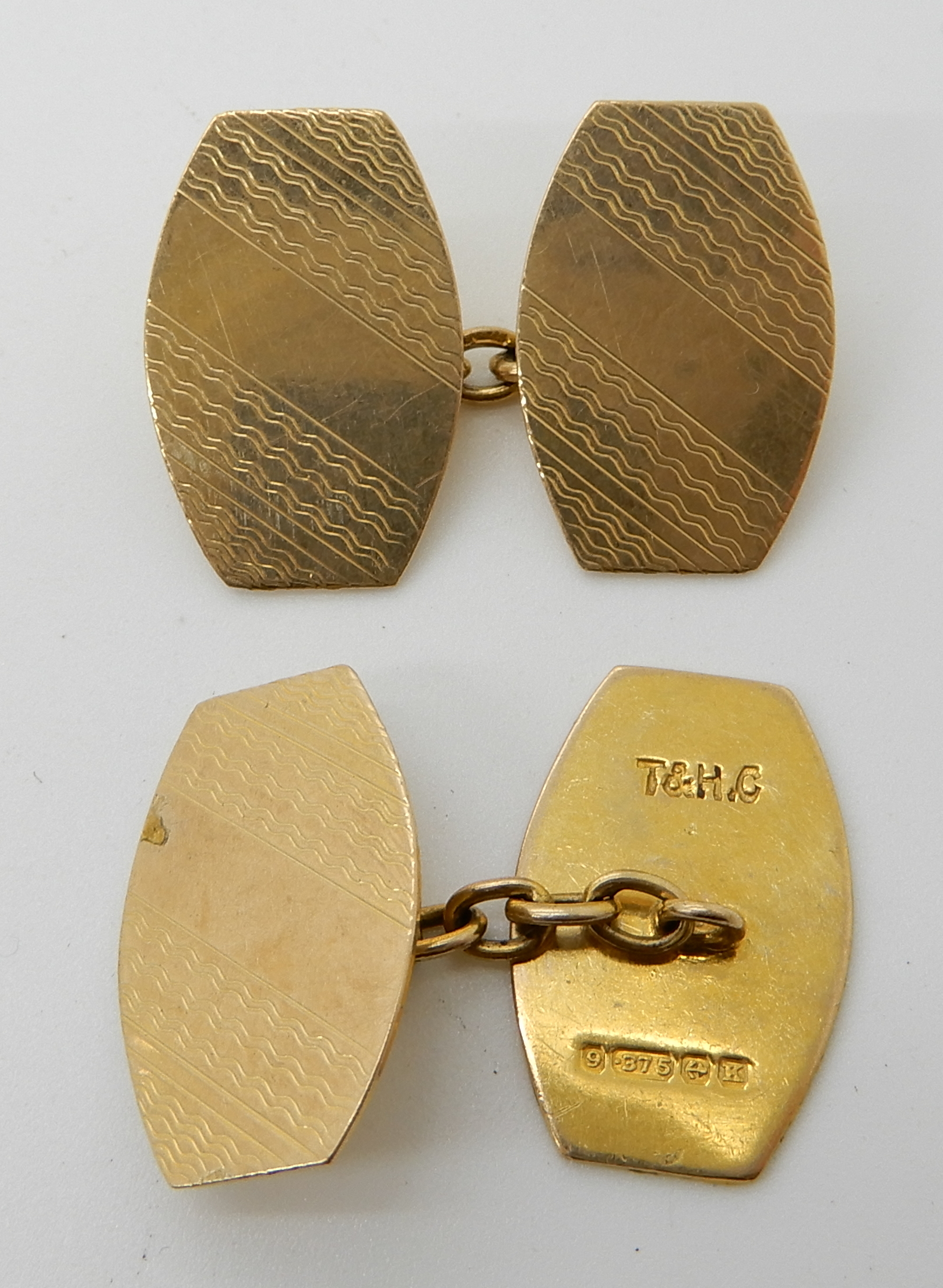 Lot 59 - A pair of 9ct gold engine turned cufflinks, weight 5.1gms Condition Report: Available upon request