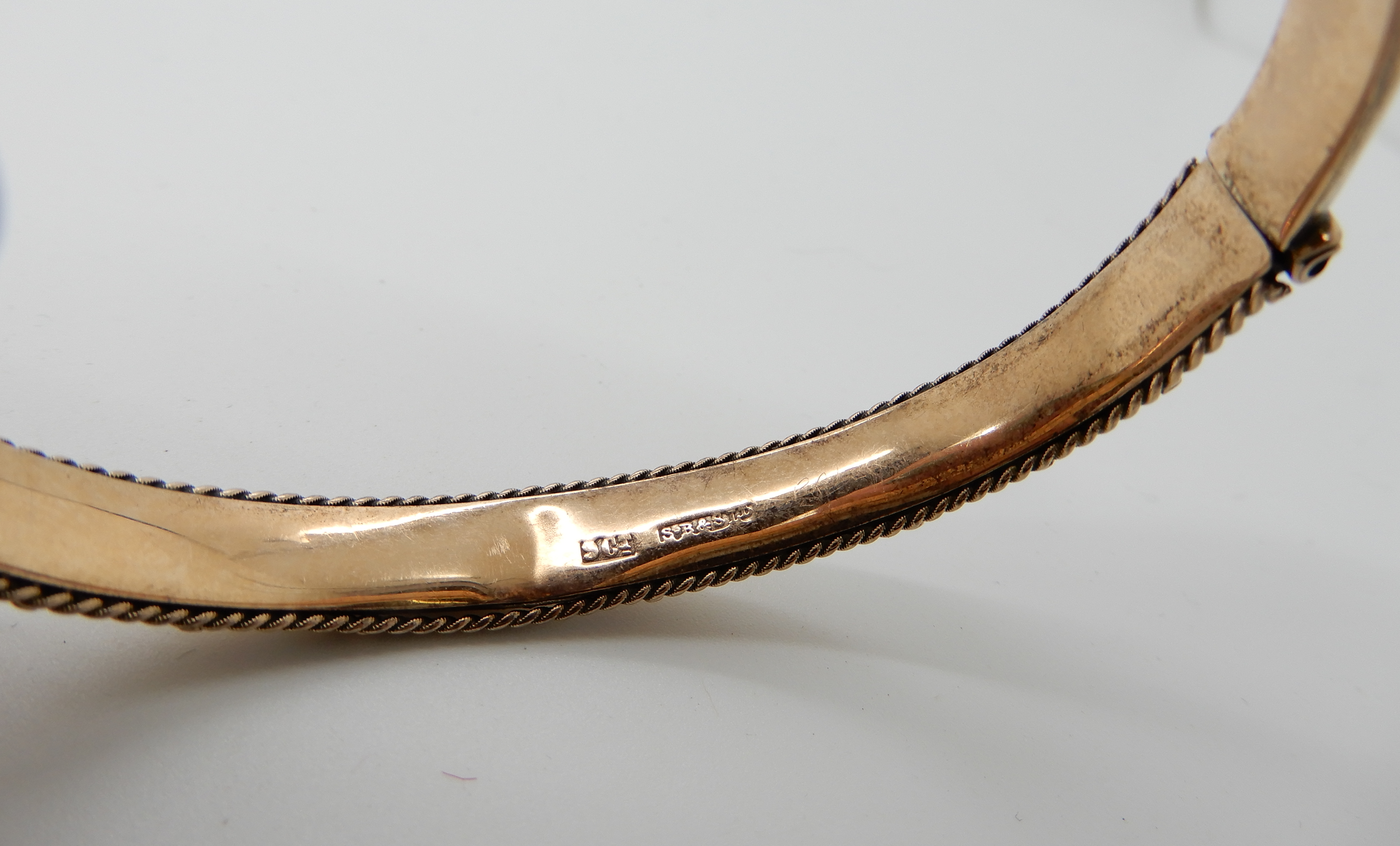 Lot 25 - A 9ct gold bangle, inner dimensions 6cm x 5cm, weight 8.6gms Condition Report: Available upon