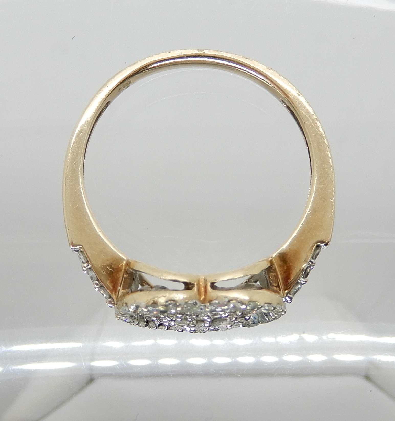 Lot 1 - A 9ct gold diamond heart shaped cluster ring, set with estimated approx 0.40cts of brilliant and