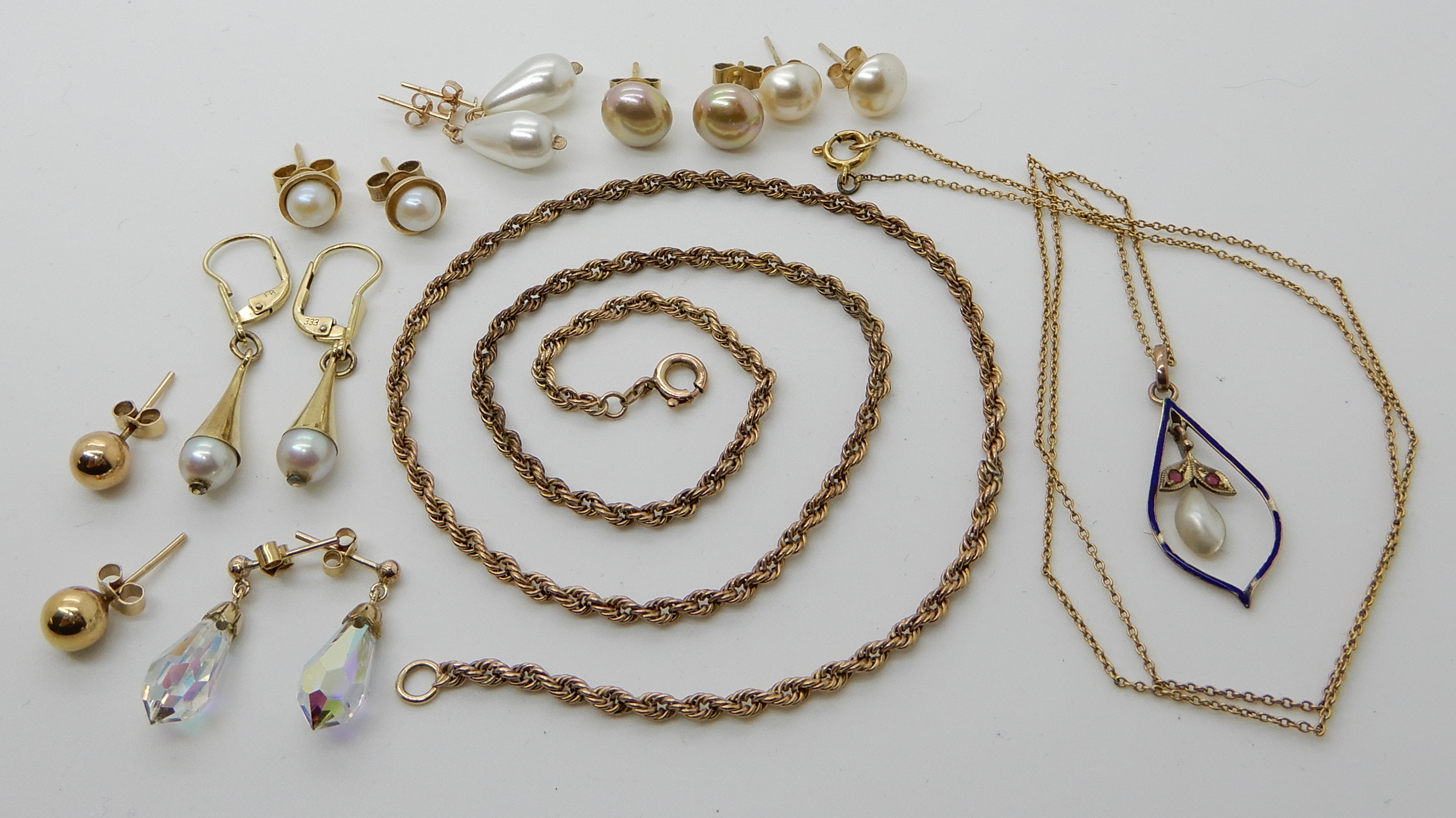 Lot 27 - An 8ct gold rope chain stamped 333, an 8ct pearl, gem and enamel pendant with yellow metal chain and