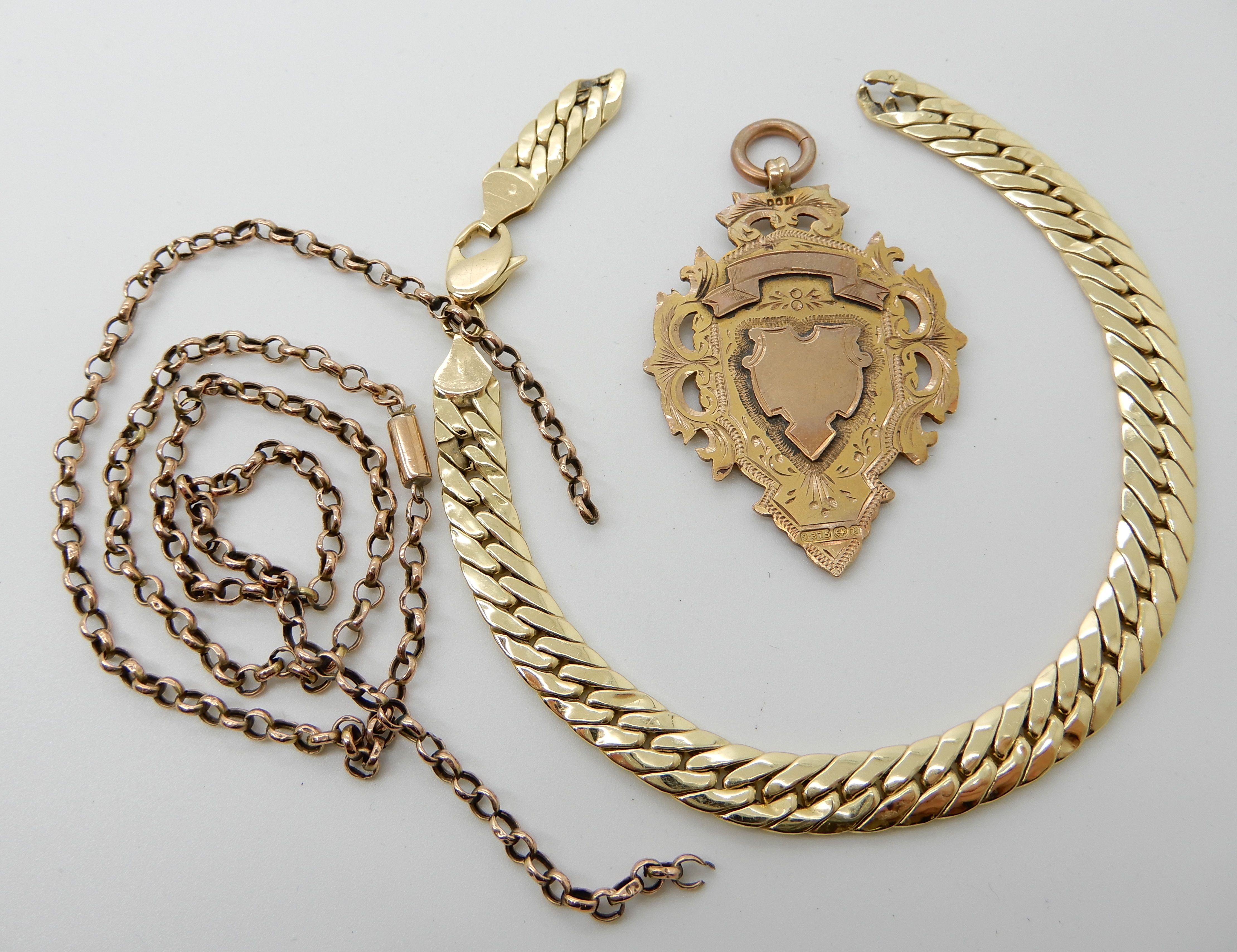 Lot 30 - A 9ct gold medallion, a 9ct bracelet, and a further yellow metal chain both (af) combined weight