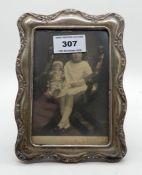 A silver mounted photo frame, Birmingham 1907, of rectangular form, 18cm x 13cm, apperture 13.5cm