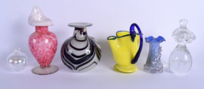 A COLLECTION OF EUROPEAN ART GLASS in various forms and sizes. Largest 18 cm high. (6)