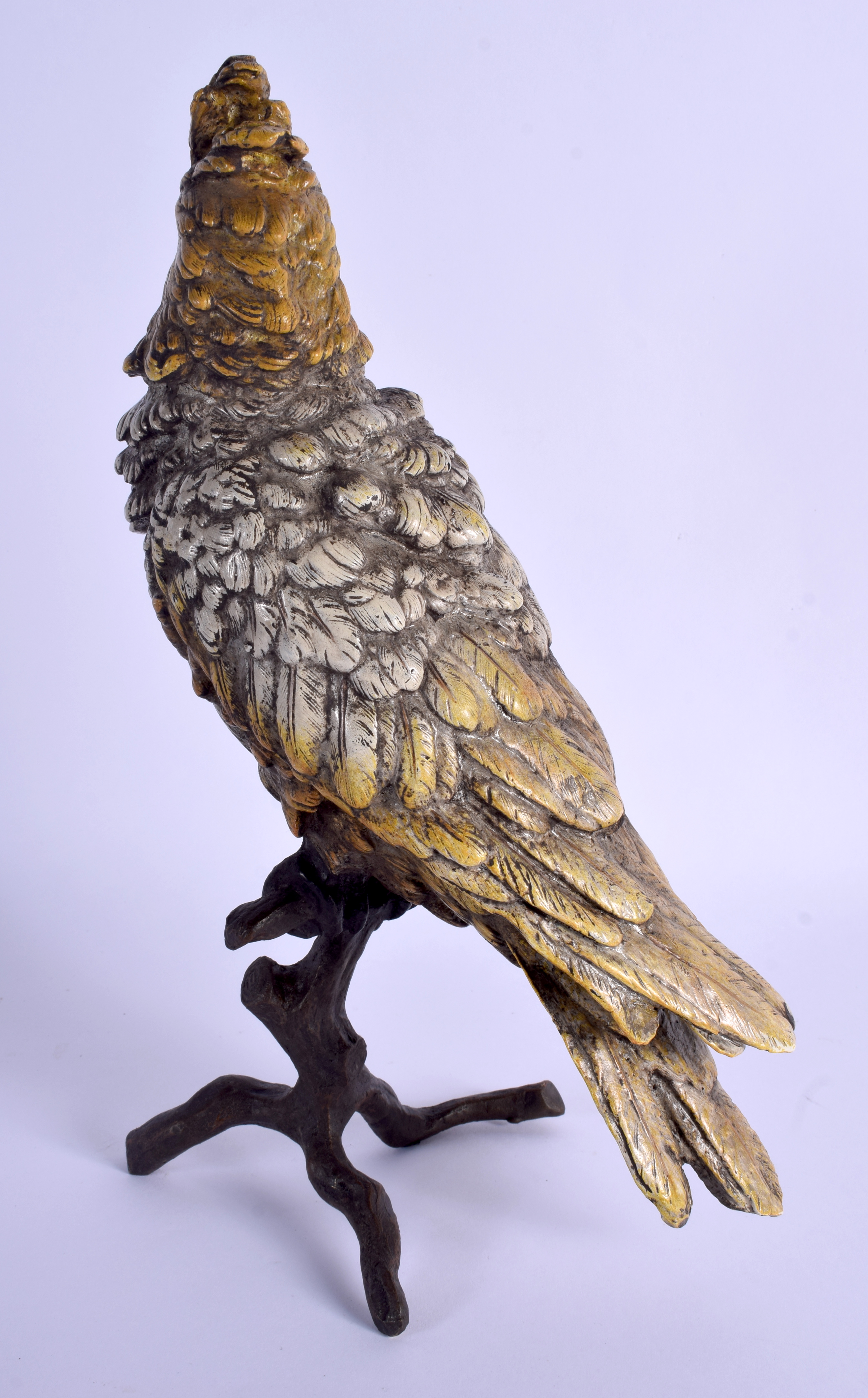 A LARGE CONTEMPORARY COLD PAINTED BRONZE BIRD upon a naturalistic base. 31 cm high. - Image 2 of 4