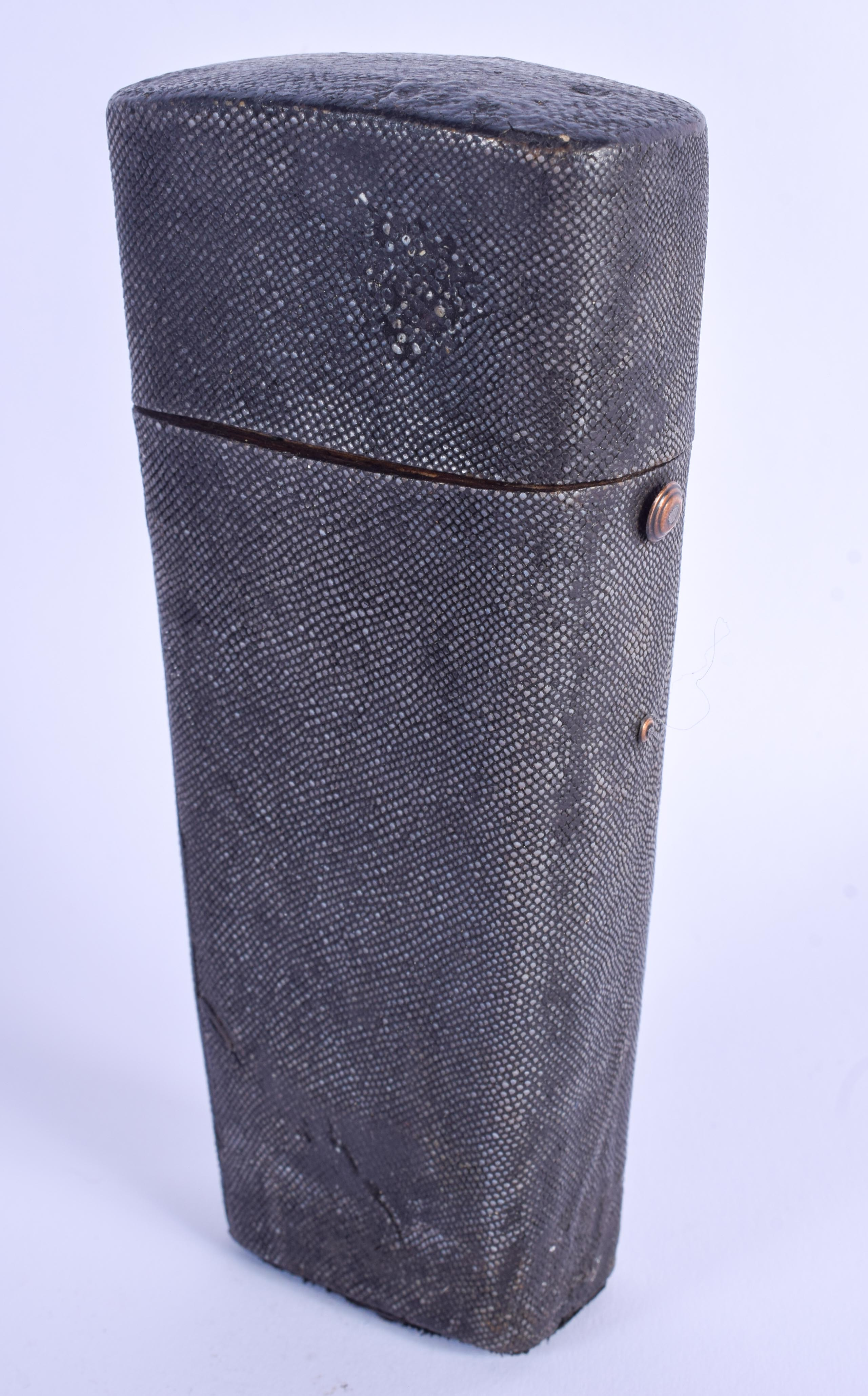 AN EARLY 19TH CENTURY ARCHITECTS SHAGREEN CASED ETUI. 16 cm x 7 cm.