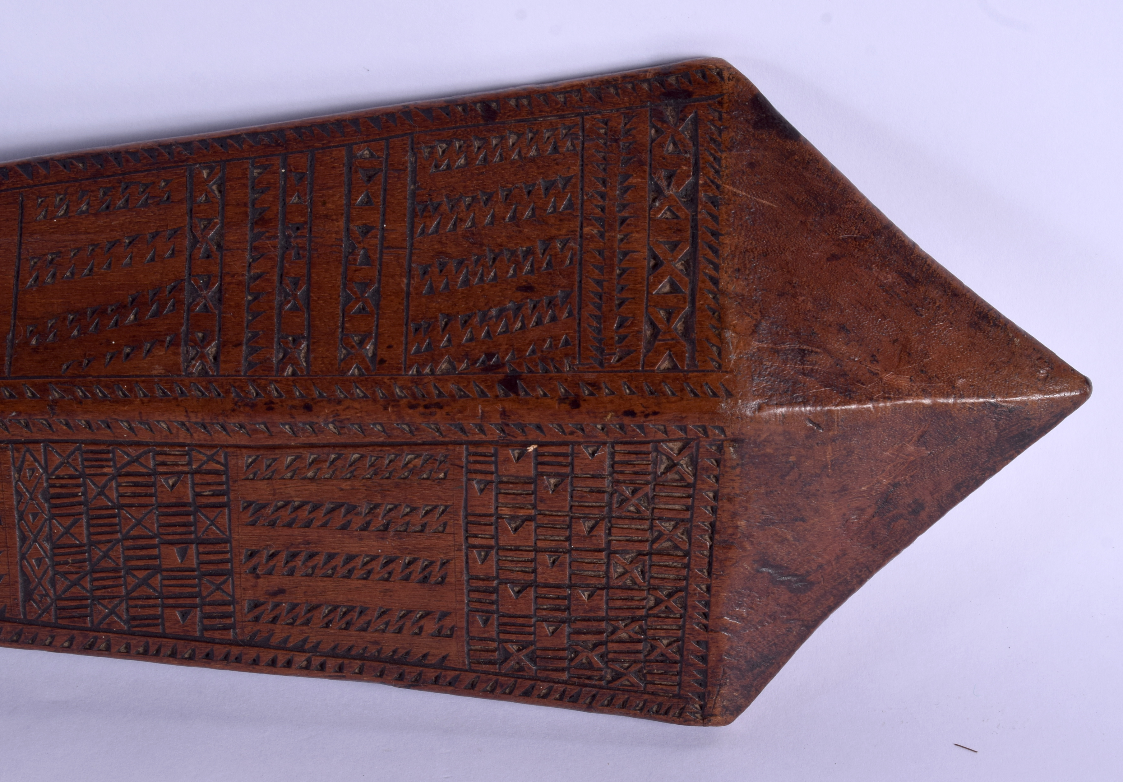 A 19TH CENTURY TONGAN SAMOAN CARVED TRIBAL CLUB decorated with geometric motifs. 68 cm long. - Image 2 of 8