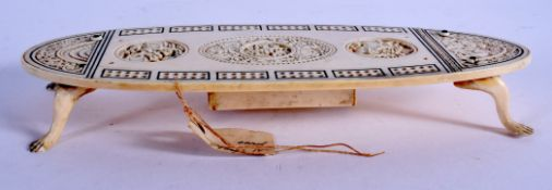 A RARE 19TH CENTURY CHINESE CANTON IVORY CRIBBAGE BOARD modelled in the European taste. 21 cm x 10 c