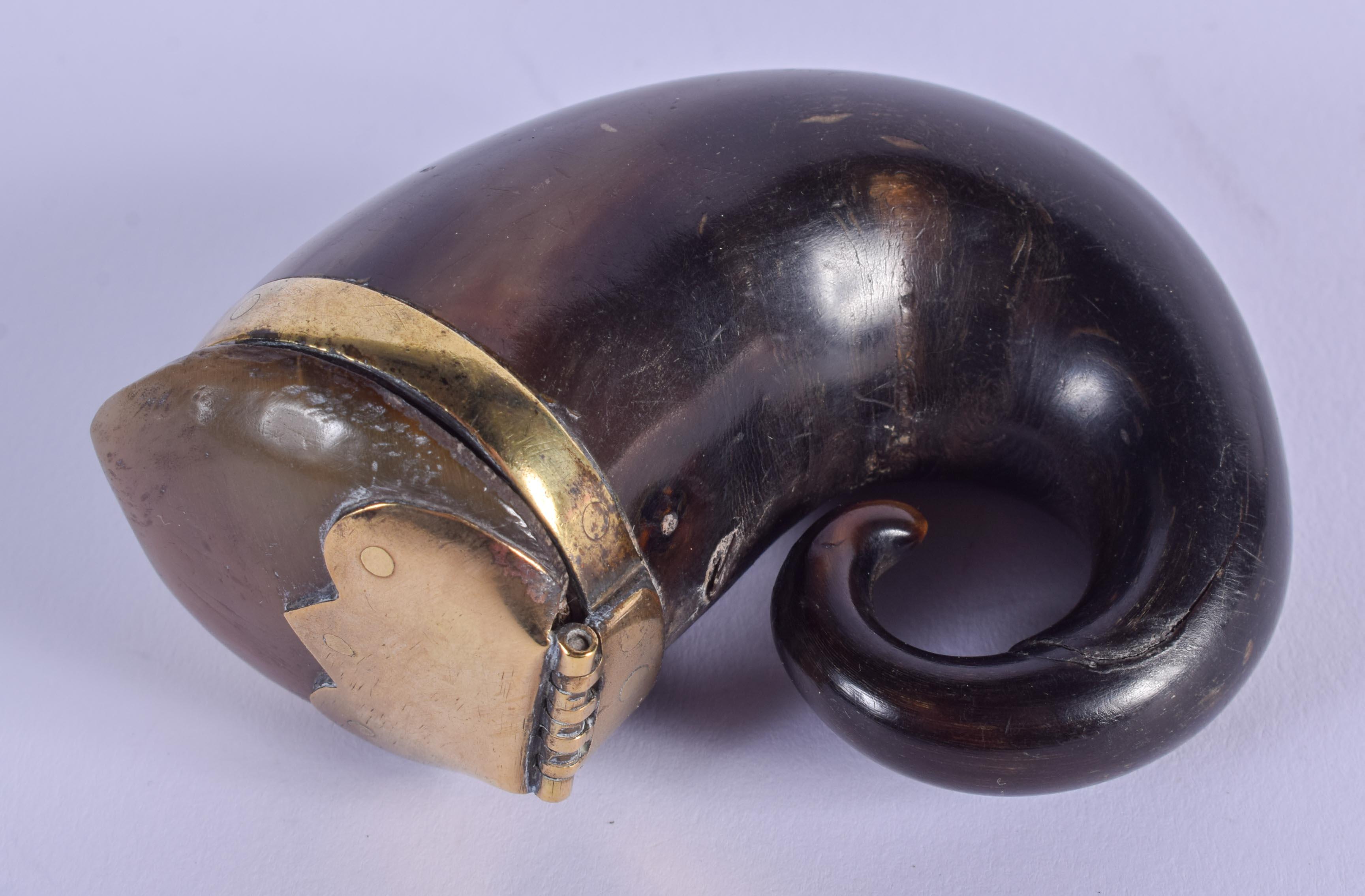 AN ANTIQUE SCOTTISH HORN SNUFF MULL. 6 cm x 6.5 cm.