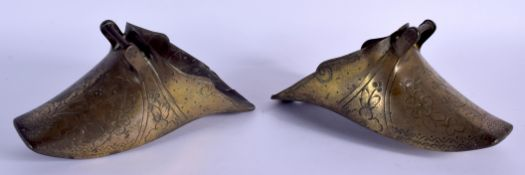 A PAIR OF 18TH CENTURY SPANISH CONQUISTADORS BRASS STIRRUPS. 22 cm x 12 cm.