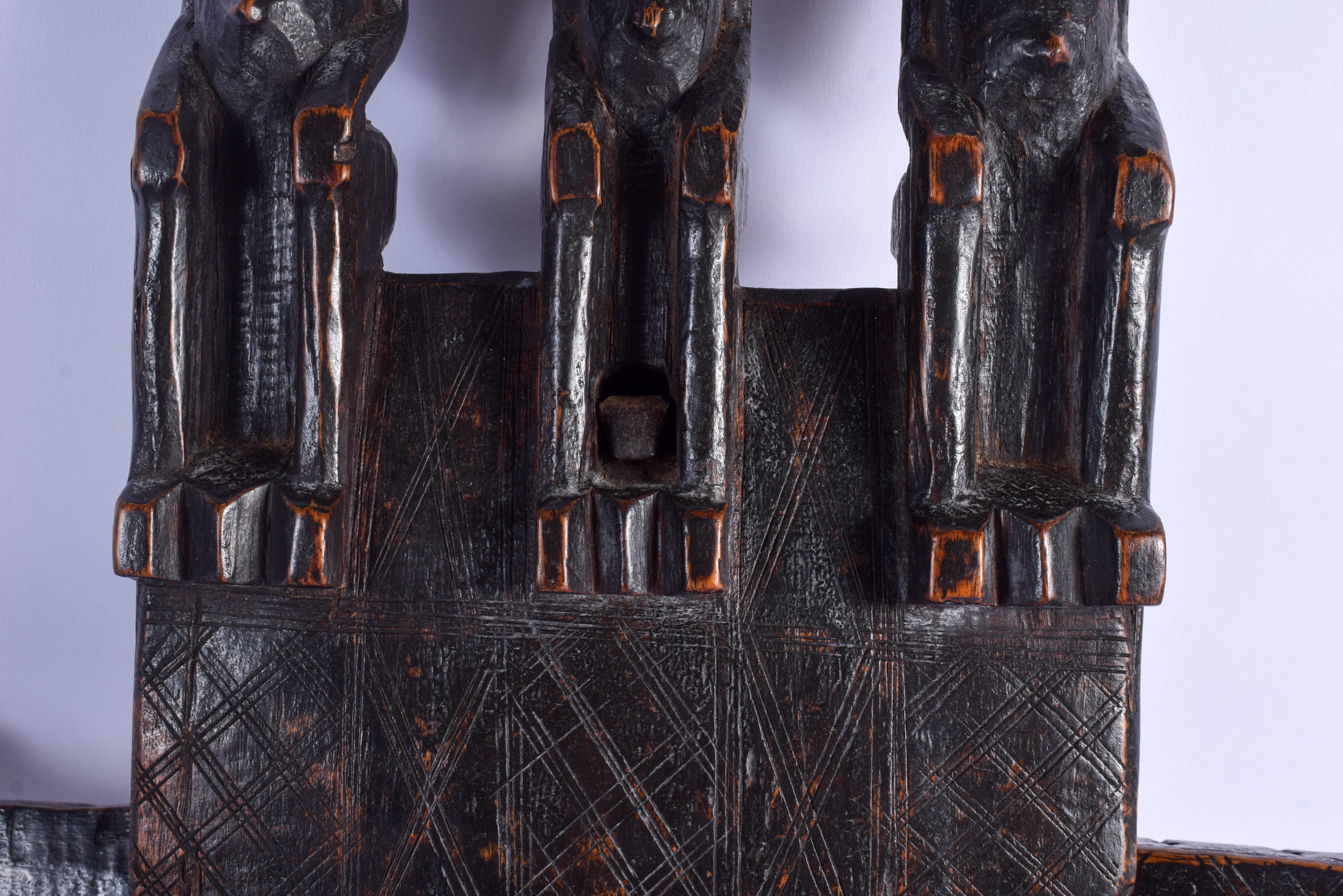AN EARLY 20TH CENTURY AFRICAN DOGON TRIPLE FIGURE DOOR LOCK. 45 cm x 40 cm. - Image 3 of 5