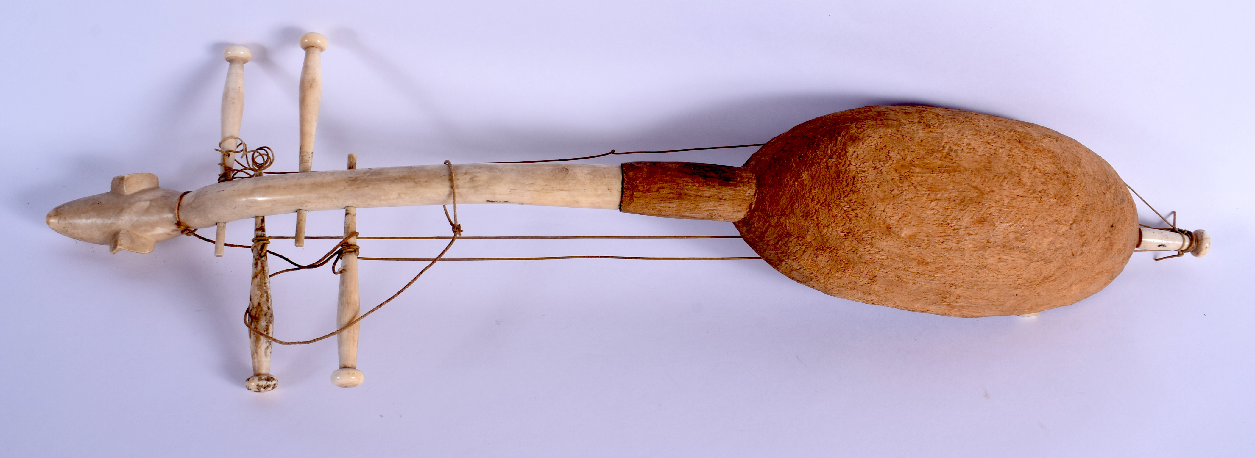 AN EARLY 20TH CENTURY AFRICAN CARVED IVORY AND WOOD INSTRUMENT of figural form. 54 cm long. - Image 2 of 3