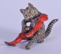 A COLD PAINTED BRONZE CAT SHOE POLISHER. 5 cm x 5 cm.