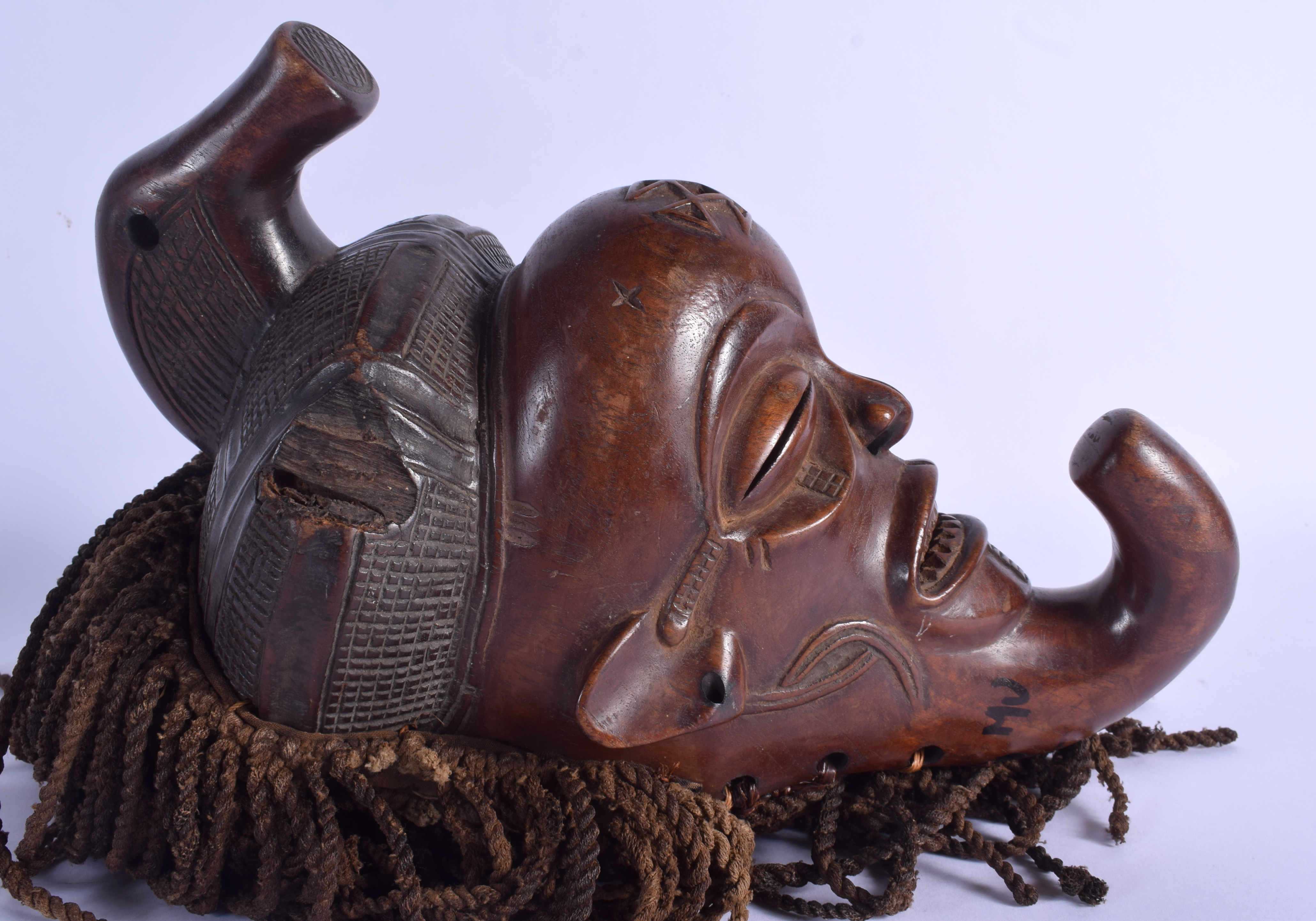 AN AFRICAN TRIBAL CHOKWE MASK decorated with motifs. Mask 30 cm x 14 cm. - Image 3 of 4