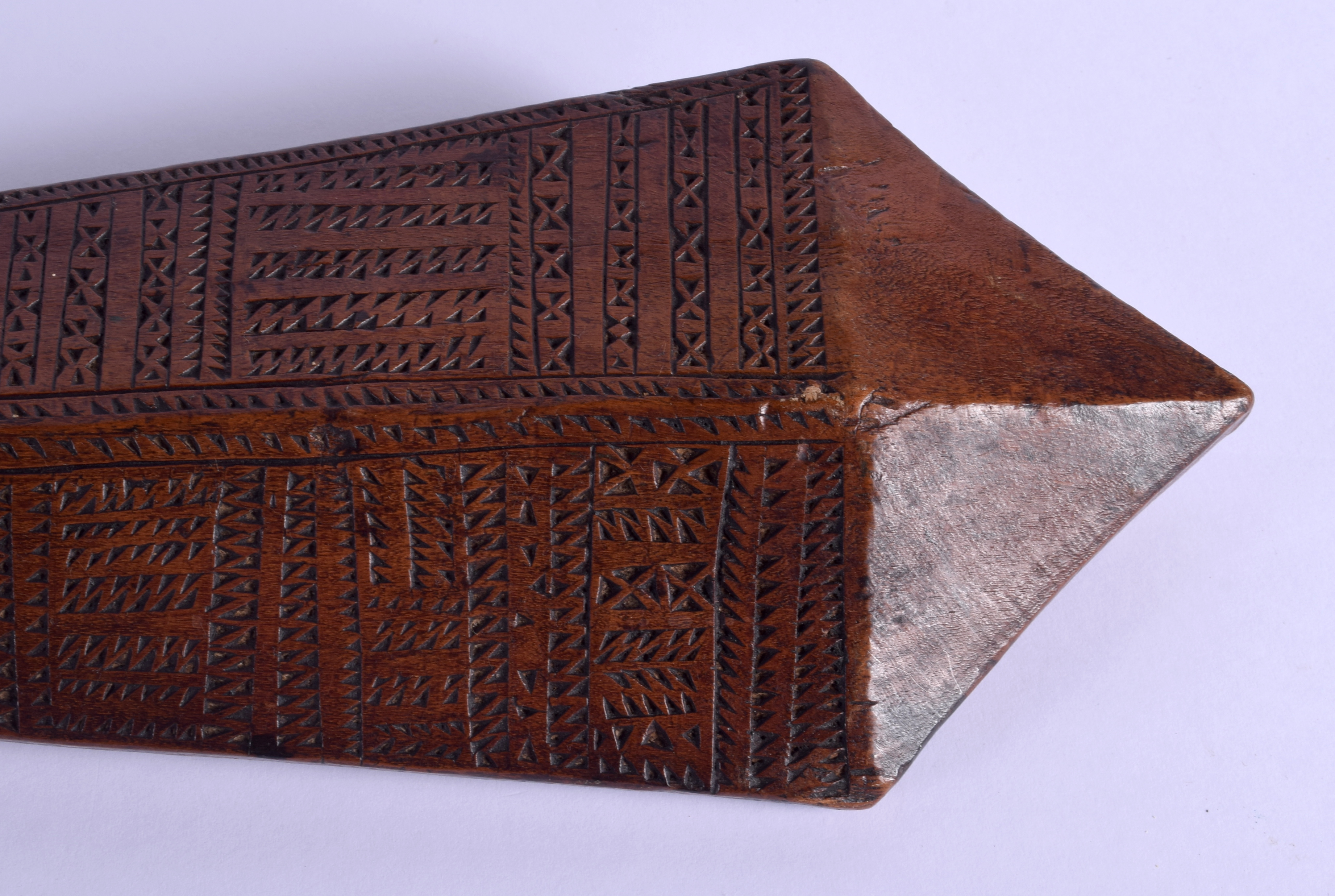 A 19TH CENTURY TONGAN SAMOAN CARVED TRIBAL CLUB decorated with geometric motifs. 68 cm long. - Image 6 of 8