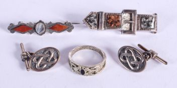 ASSORTED ANTIQUE SILVER WARE. 21 grams. (5)