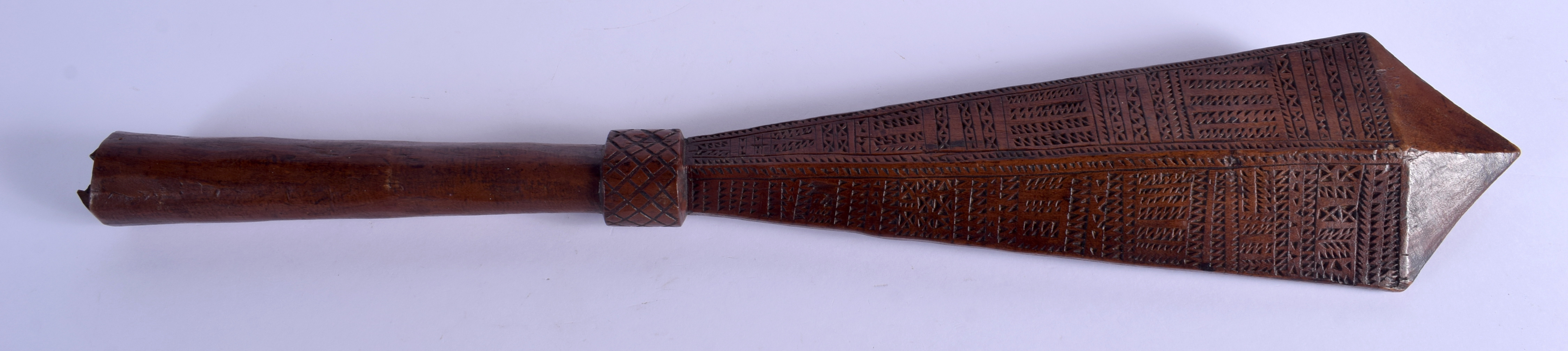 A 19TH CENTURY TONGAN SAMOAN CARVED TRIBAL CLUB decorated with geometric motifs. 68 cm long. - Image 5 of 8