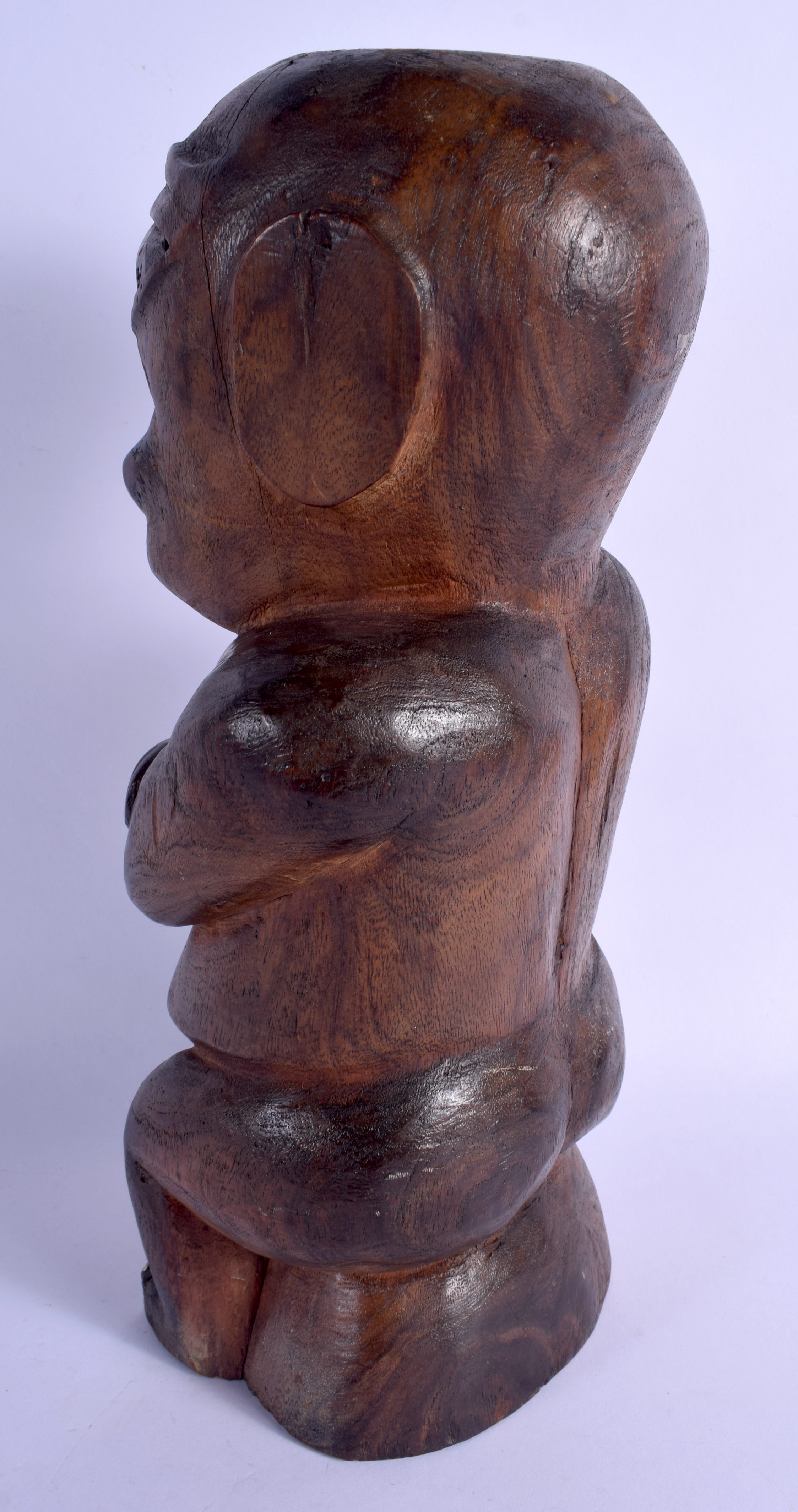 A SOUTH PACIFIC CARVED TRIBAL SEATED FIGURE possibly from Tahiti or Marquesas Islands. 33 cm high. - Image 2 of 4