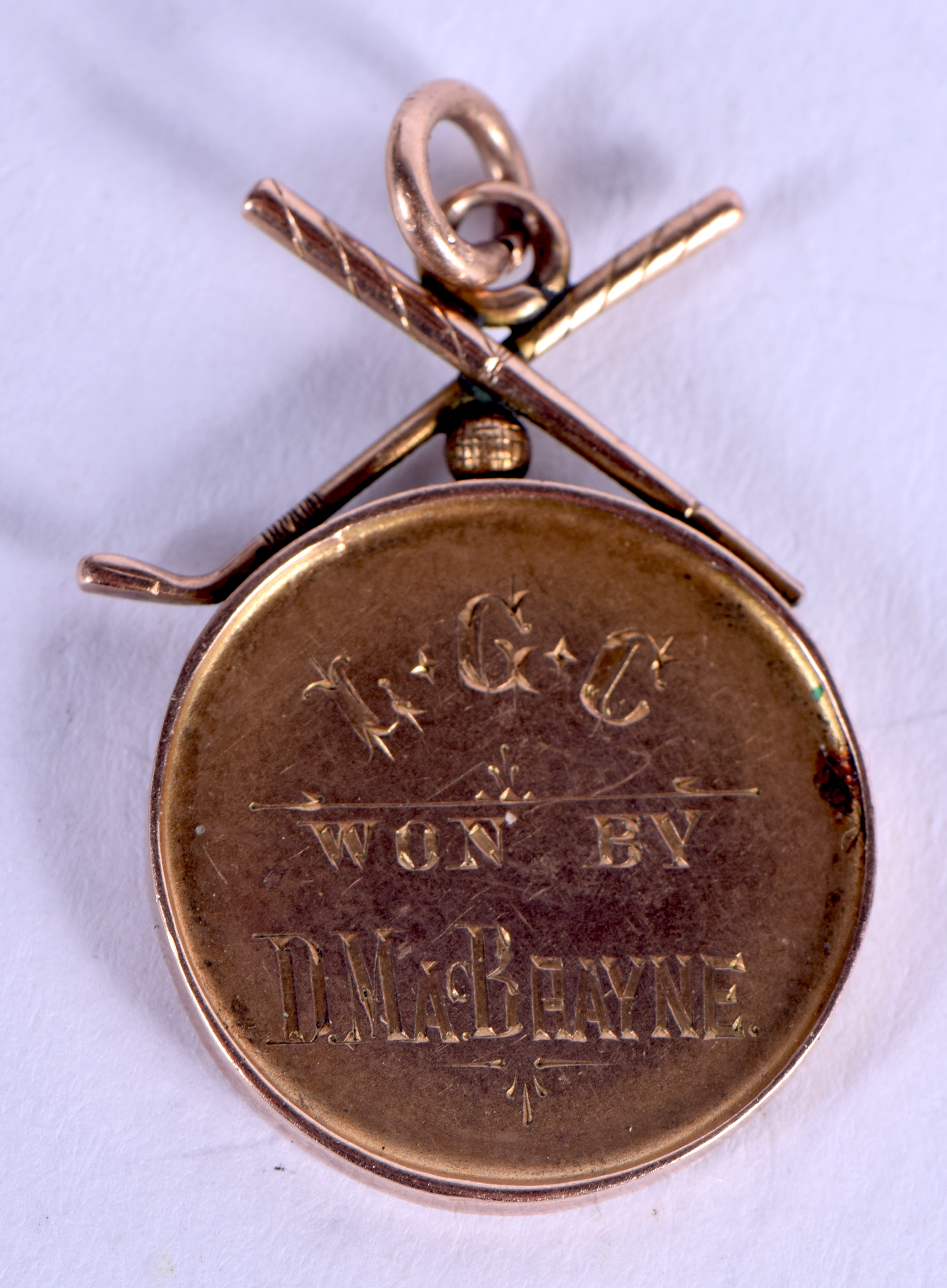 A VICTORIAN 9CT GOLD MEDAL. 4 grams. 1.5 cm wide.