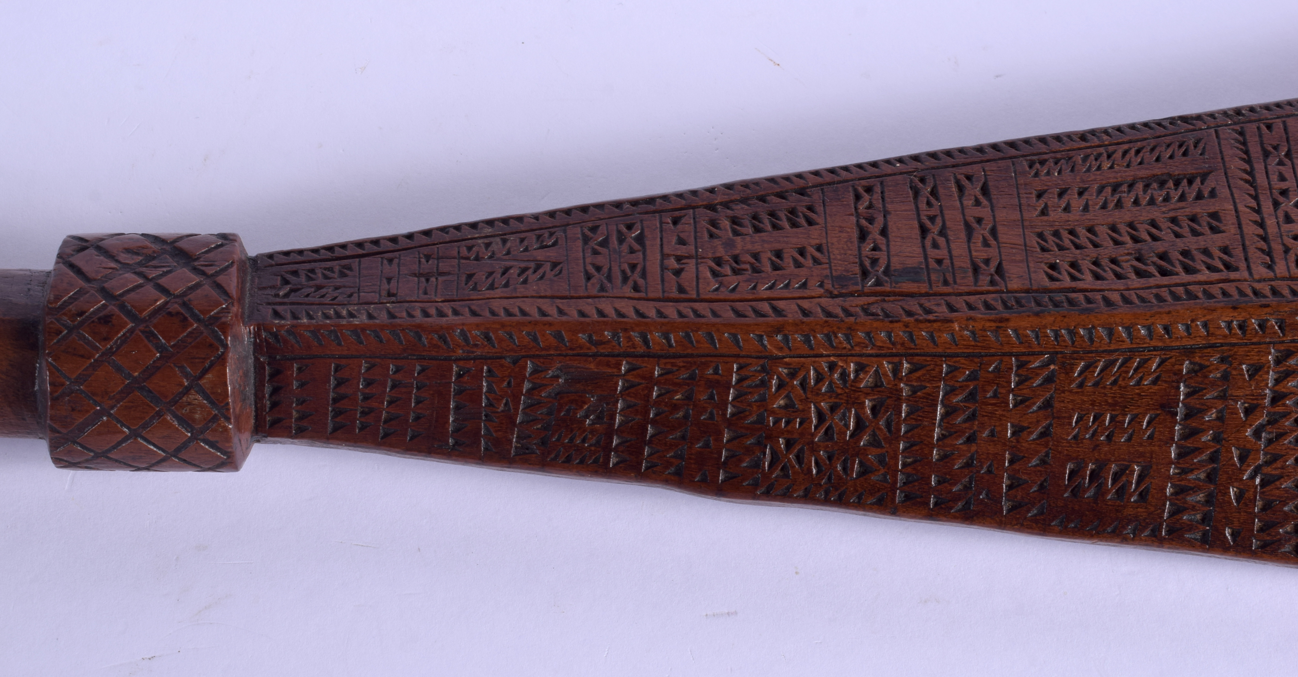 A 19TH CENTURY TONGAN SAMOAN CARVED TRIBAL CLUB decorated with geometric motifs. 68 cm long. - Image 7 of 8