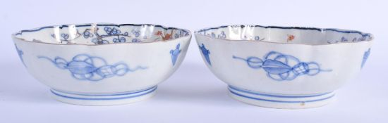 A PAIR OF 18TH/19TH CENTURY JAPANESE EDO PERIOD IMARI BOWLS painted with Buddhistic lions. 15 cm wid