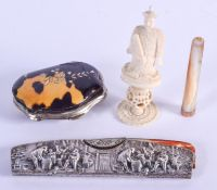 AN ANTIQUE CHINESE BONE CHESS PIECE and a purse etc. (4)