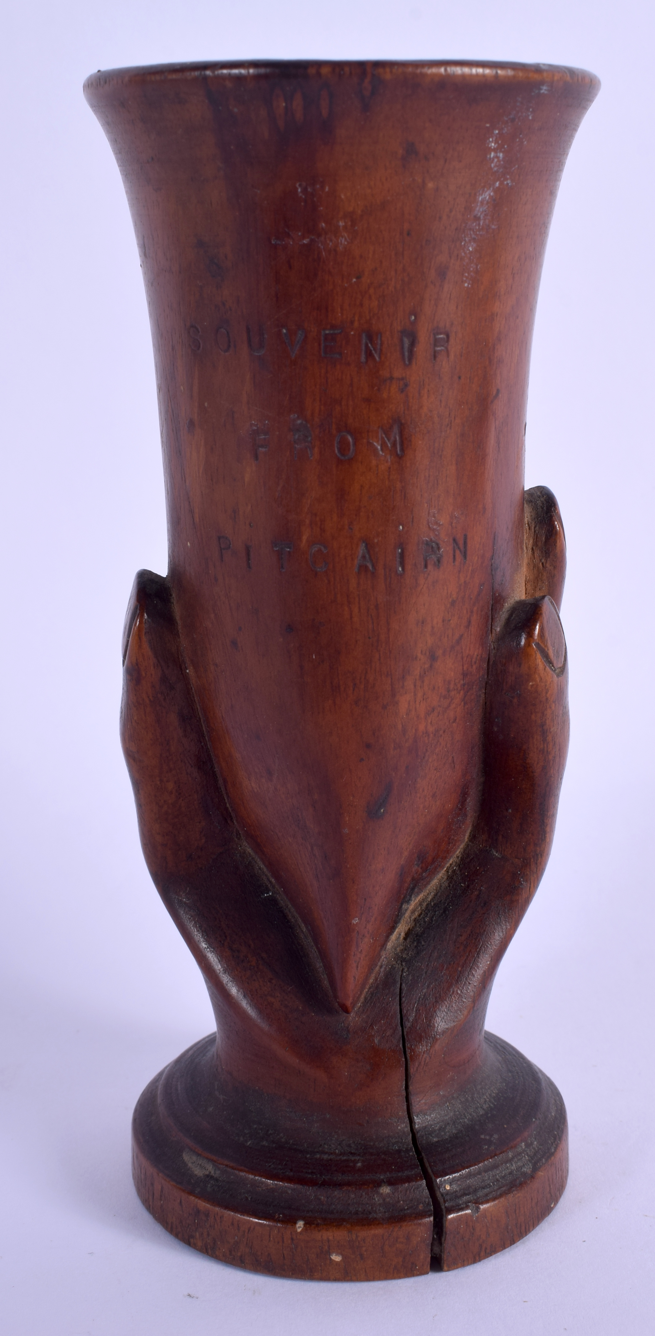 A RARE PITCAIRN ISLANDS CARVED WOOD VASE formed with an open hand. 19 cm high. - Image 2 of 3