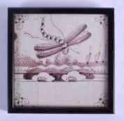 AN 18TH CENTURY DELFT MANGANESE DRAGONFLY TILE. 12.5 cm square.