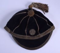 A VINTAGE ENGLISH YORKSHIRE SPORTING CAP. 24 cm wide.