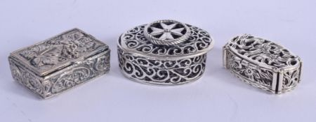 THREE SILVER BOXES. 55 grams. 3 cm wide. (3)