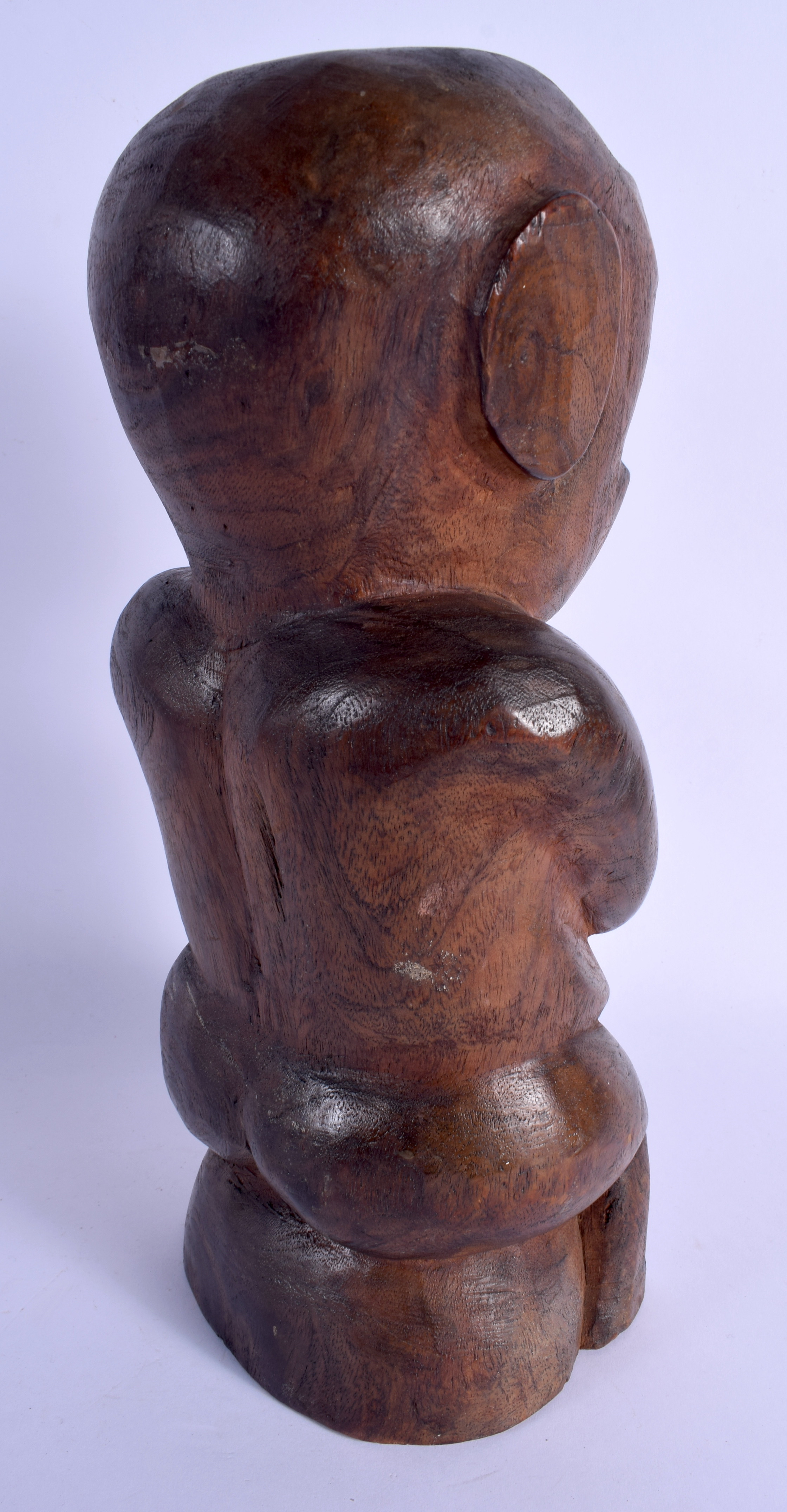 A SOUTH PACIFIC CARVED TRIBAL SEATED FIGURE possibly from Tahiti or Marquesas Islands. 33 cm high. - Image 3 of 4