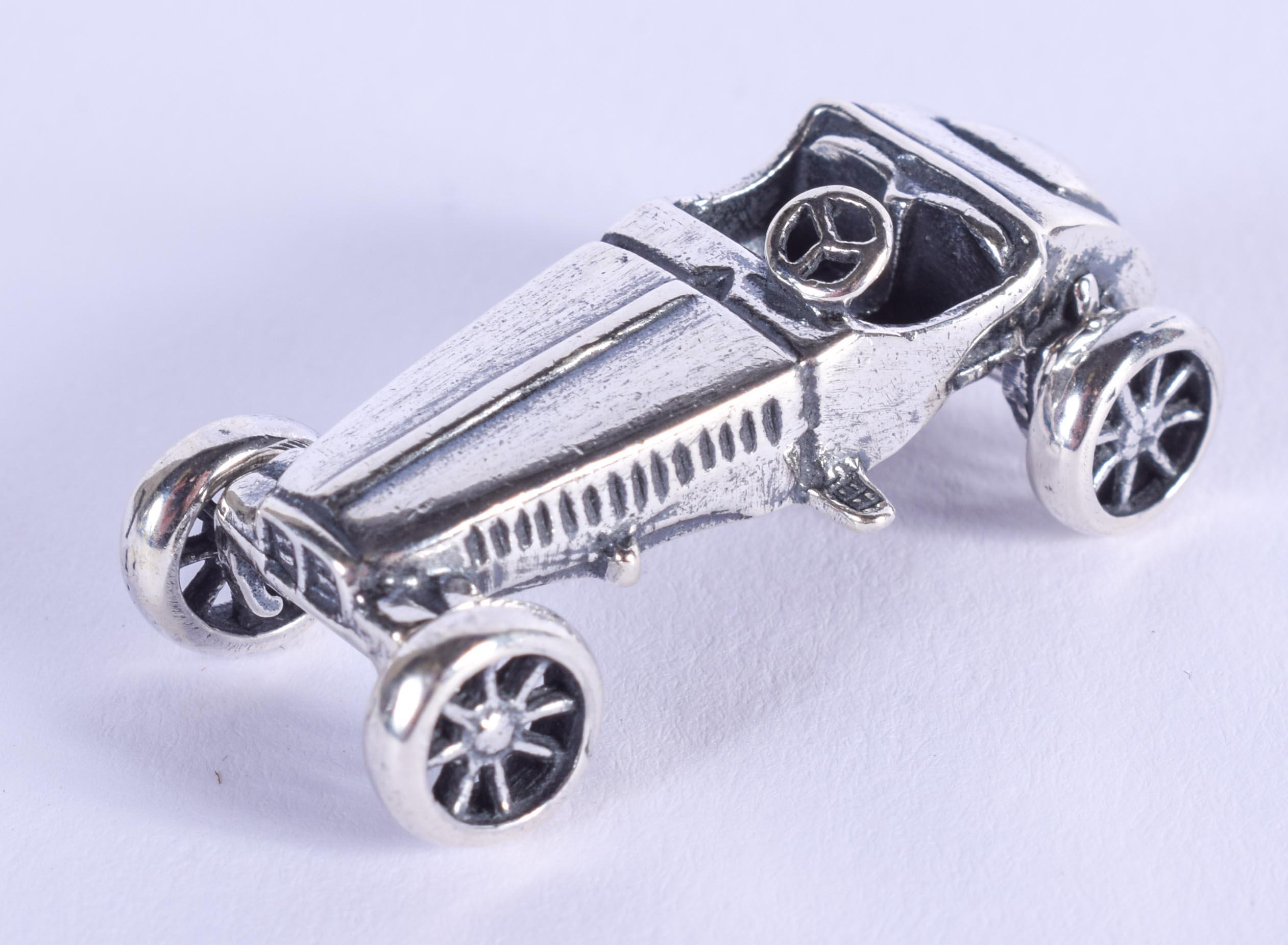 A SILVER CAR. 3.5 cm wide.