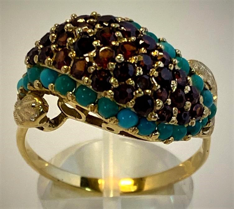 Lot 2 - AN 18CT YELLOW GOLD VINTAGE GARNET & TURQUOISE RING, in a Bombay style setting, a stunning ring of