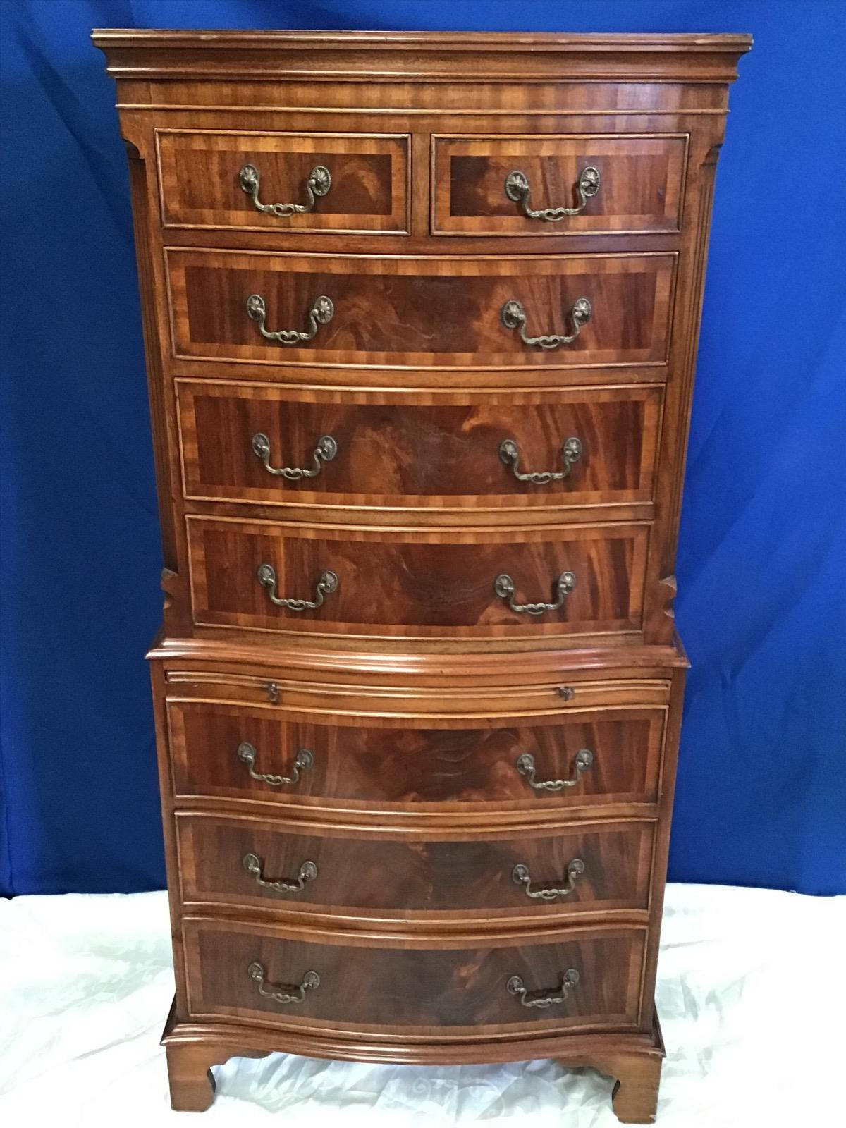 Lot 9 - A VERY FINE BOW FRONTED CHEST ON CHEST, with crossbanded detail, 5 drawers over slide drawer over