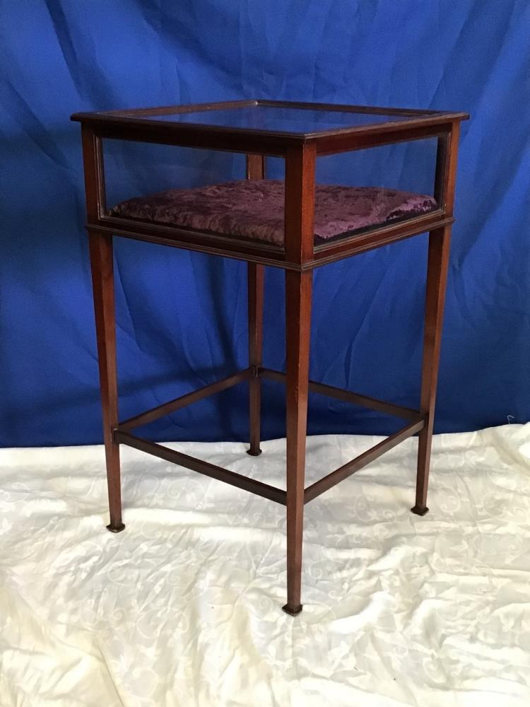 Lot 39 - A MAHOGANY GLAZED 'CURIO' CABINET, with lift up top, raised on square tapered leg, 81 x 56 x 56