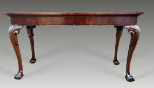 A VERY FINE 18TH / 19TH CENTURY MAHOGANY SERVING TABLE, with rectangular nicely figured top over a