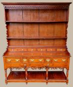 A VERY FINE GEORGIAN SOLID OAK WELSH DRESSER, with a panelled back gallery having two open