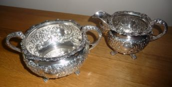 A VERY FINE IRISH EARLY 19TH CENTURY SILVER JUG AND BOWL SET, decorated with floral and foliage