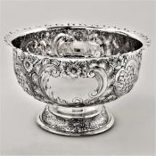 A GOOD QUALITY EARLY 20TH CENTURY SILVER CENTRE BOWL, decorated all over with artistic chased
