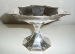 AN EARLY 20TH CENTURY OCTAGONAL SHAPED SILVER TAZZA DISH, with fluted body, raised on pinched column