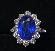 A STAR JEWELLERY LOT: AN EXCEPTIONAL 18CT WHITE GOLD NATURAL CEYLON SAPPHIRE & DIAMOND CLUSTER RING,