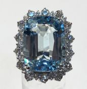 AN 18CT WHITE GOLD AQUAMARINE & DIAMOND RING, the weight of the Aquamarine is 20.00cts, and the