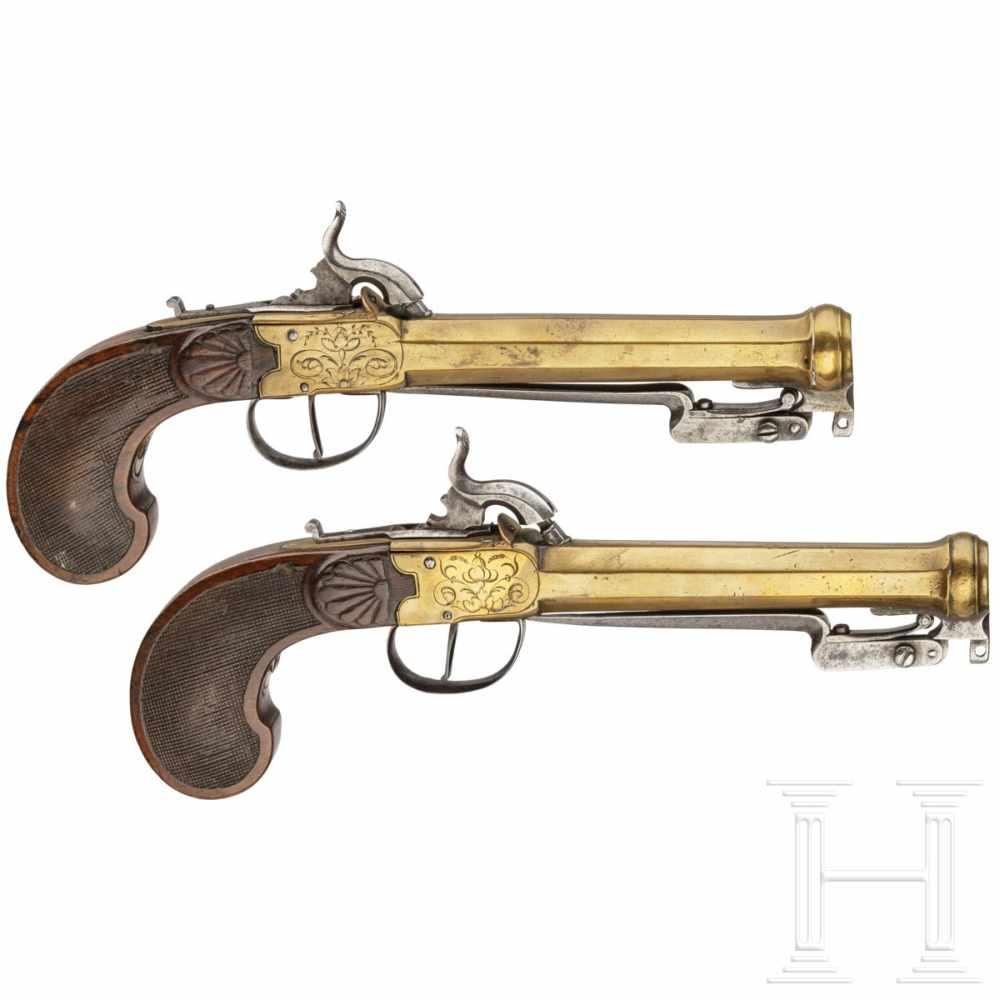 Lot 2046 - A pair of Belgian percussion pistols with spring-loaded bayonets, circa 1800Glatte Oktagonalläufe