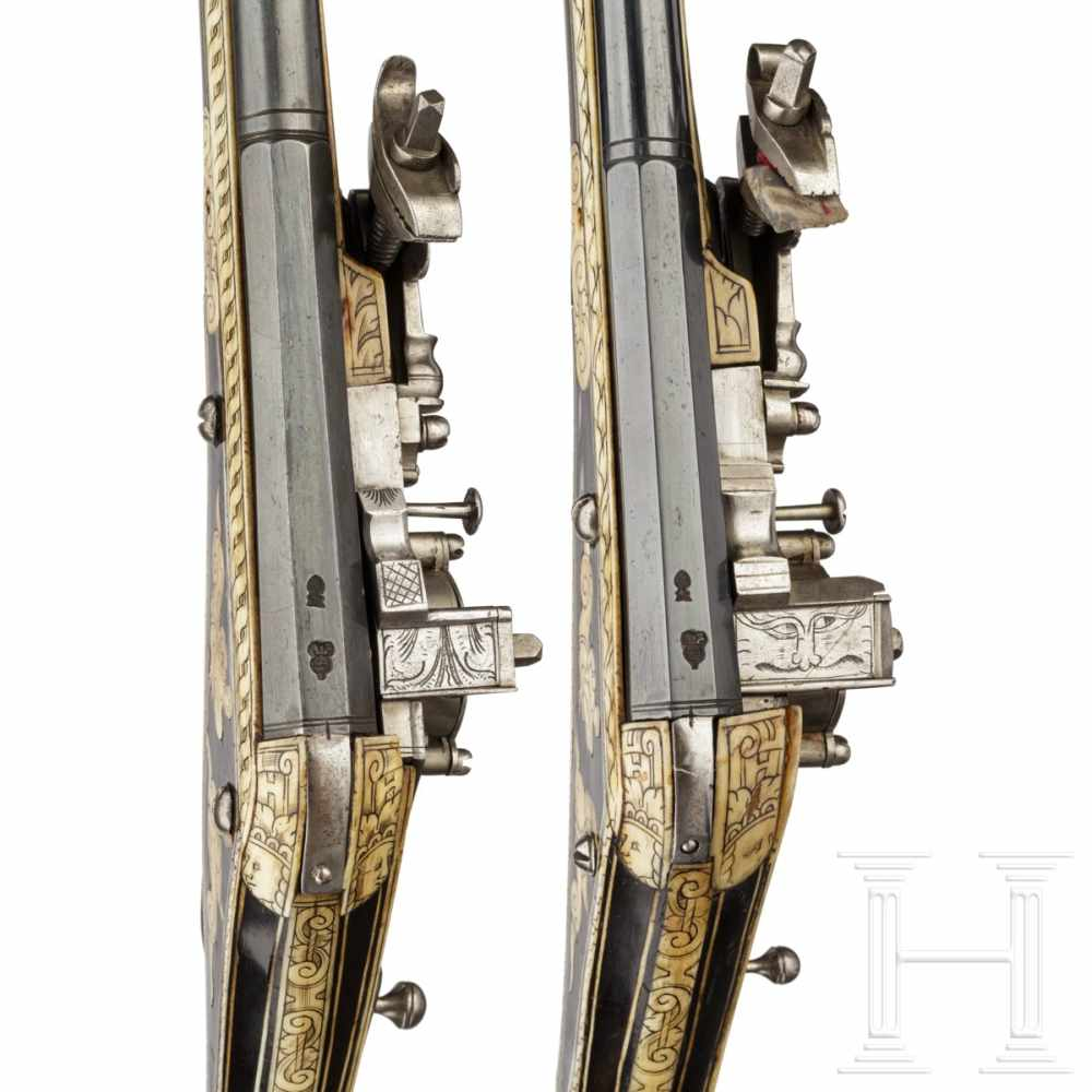 Lot 2011 - Two South German wheellock puffers of very similar manufacture, late 16th centuryBoth smooth,