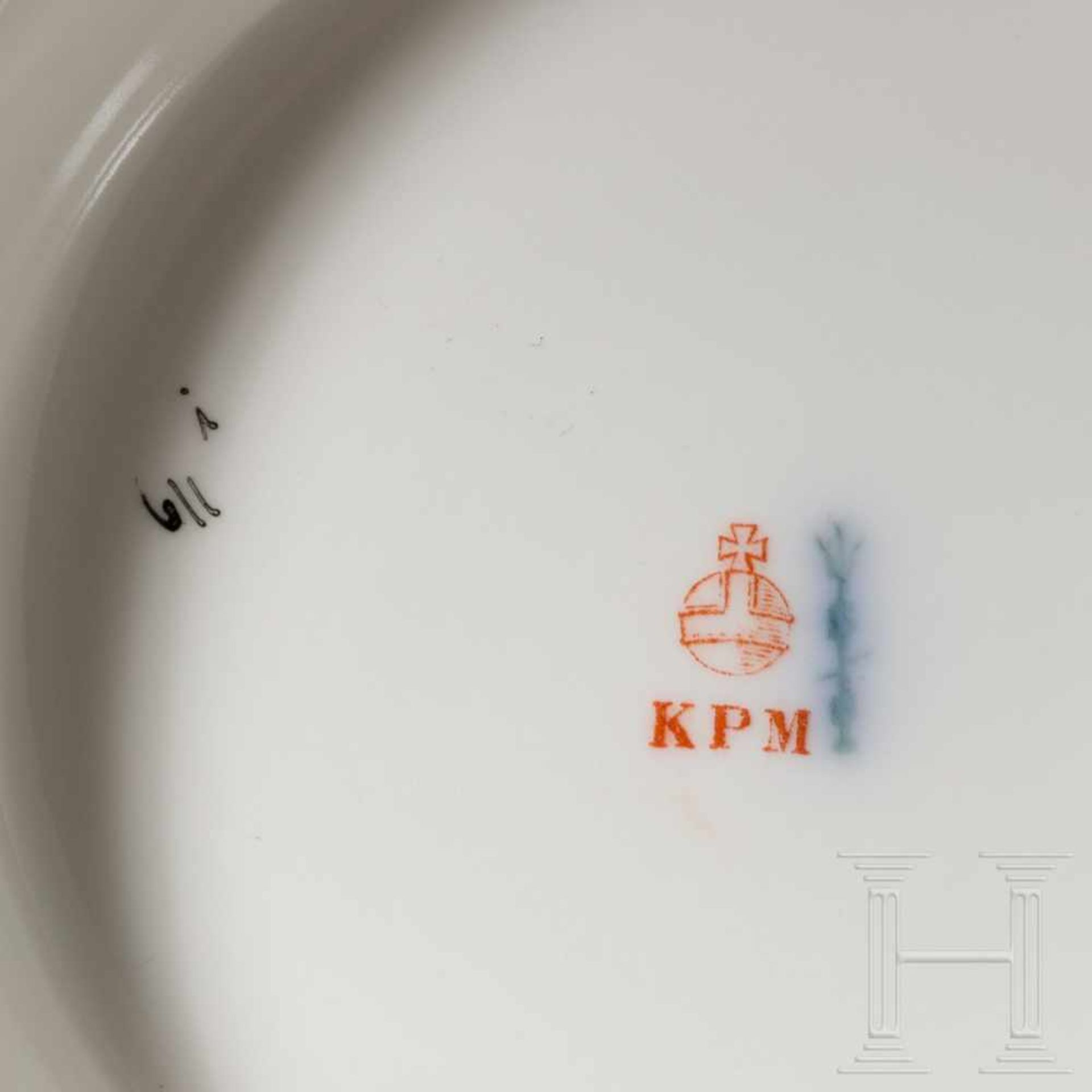 Los 6037 - Hermann Göring - large lidded terrine from his KPM dining serviceWeißes, glasiertes Porzellan mit